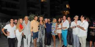 Nobu Hotel Ibiza Bay. Proyecciones. Grupo de invitados que acudieron a la presentación del proyecto audiovisual del artista jerezano.