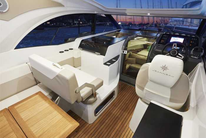 Náutica Ereso. Leader 33, cabina e interior espaciosos   másDI - Magazine