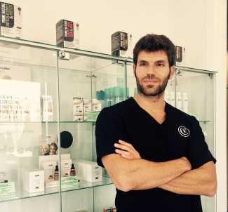 El doctor Ángel María Gálvez, en Eiviestetic.