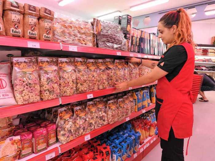 Productos exclusivos y 'gourmet' en sus estanterías. P.M.