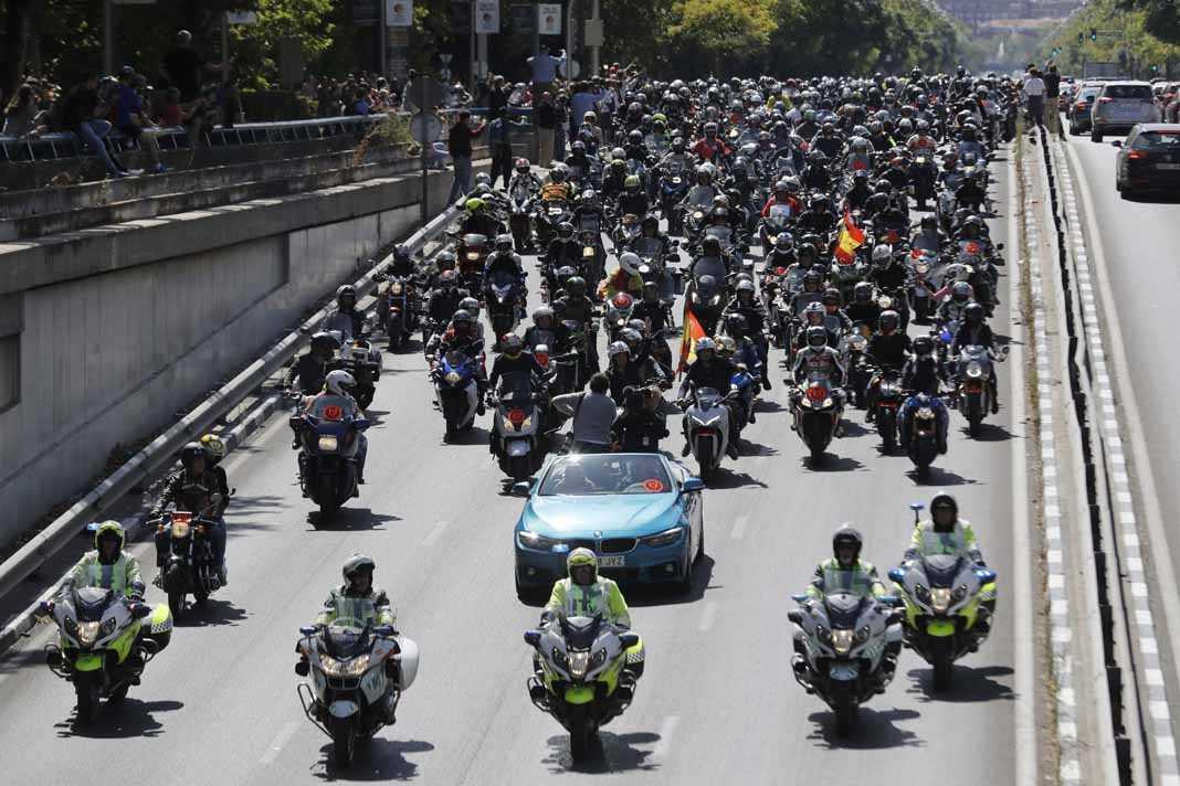 45.000 motos se concentraron en el Bernabéu y el Jarama para despedir al campeón. José Ramón Lete, Pablo Nieto, Felipe González y Cristina Cifuentes en la recepción del Ayuntamiento. efe. y J.S.