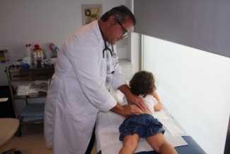 El dilema de llevar, o no, al niño al colegio cuando está enfermo | másDI - Magazine
