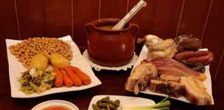 El contundente cocido madrileño, que se sirve en tres vuelcos en El Cigarral.