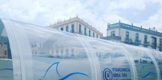 El tubo de la Policlínica estará instalado los próximos martes y miércoles de 10 a 14 y de 16 a 19 horas en el puerto de Ibiza, frente a las barcas de Formentera. fotos: Grupo Policlínica