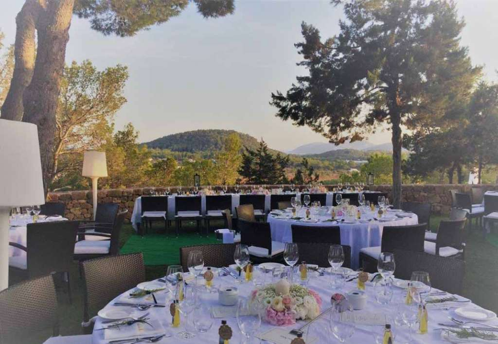 Hotel Can Curreu - Estel. Estilo y elegancia en el corazón de la isla o frente al Mediterráneo