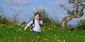 Hay que dar a los niños márgenes de libertad, según su edad, para permitirles experimentar y aprender por iniciativa propia. Sergio G. Cañizares