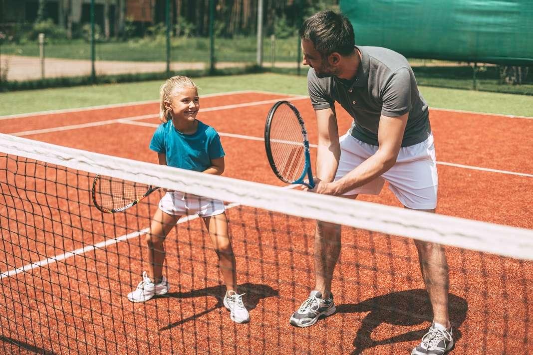 La figura del entrenador es muy importante para los niños; es otro agente educativo. Fotos: iStock