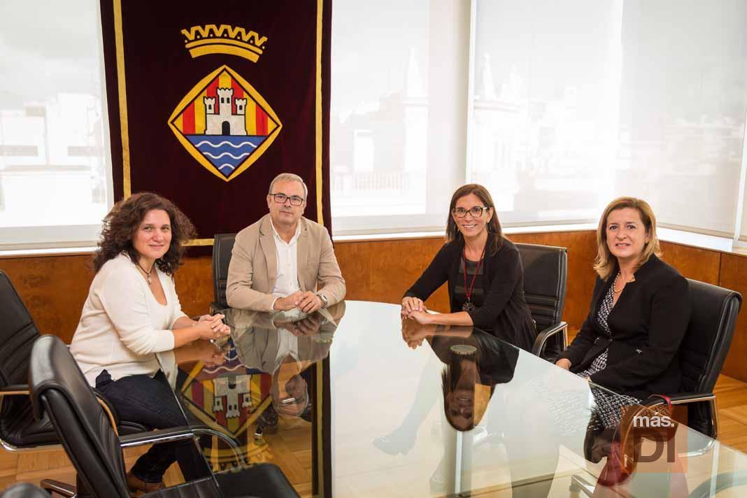 La nueva directora de caixabank en balears visita ibiza for Endesa ibiza oficina