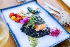 Jockey Club Salinas. El 'beach restaurant'  con alma de chiringuito   másDI - Magazine