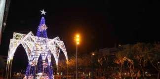 Navidad es Ilusión. El 1 de diciembre se encendió el árbol y las luces en Vila. Vicent Marí