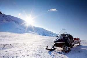 Un paseo en motonieve es una experiencia divertida. aladinia.com