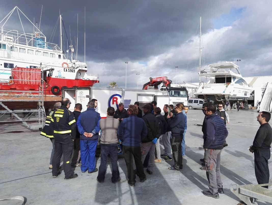 Seguridad y protección medioambiental. El simulacro de incendio tuvo lugar en Varadero Ibiza. fotos: Trasmapi