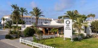 El Hotel Playasol Cala Tarida, uno de los 35 hoteles de la cadena que emplea a más de 1.000 trabajadores en Ibiza. Postgrado de gestión turística.