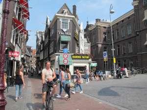 Los ciclistas pueden pedalear por los lugares más emblemáticos de la ciudad.