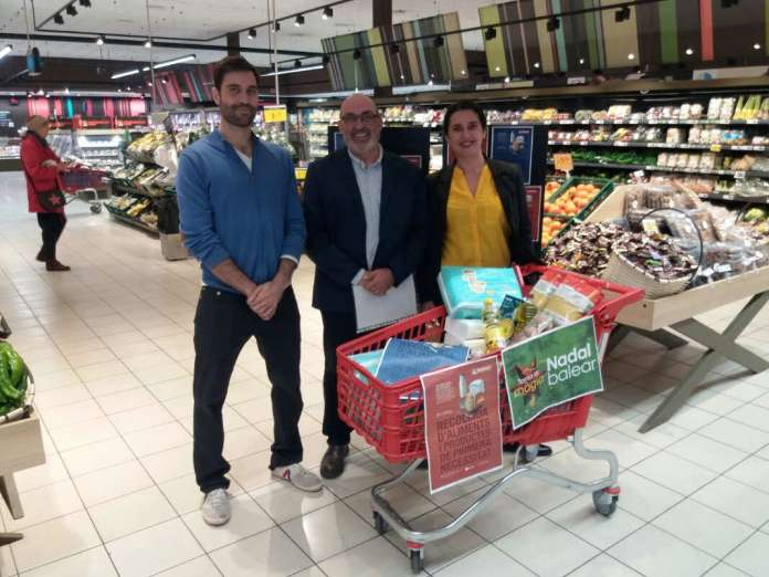 Cesar Loeffel, Toni Moyá y Mary Castaño en la clausura de la campaña en las Pitiusas.