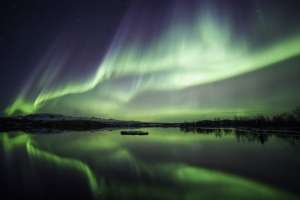 Islandia es uno de los países donde se puede contemplar les auroras boreales. Viajar en febrero.