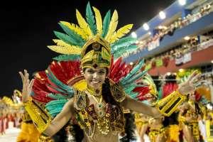 El carnaval de Río de Janeiro recibe a más de 200.000 personas cada año. Viajar en febrero.