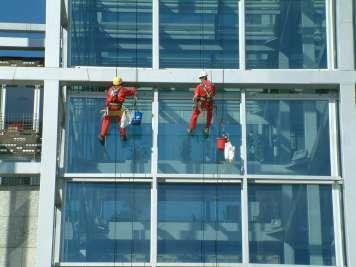 La seguridad laboral debe ser una constante en el sector. VESTALIA