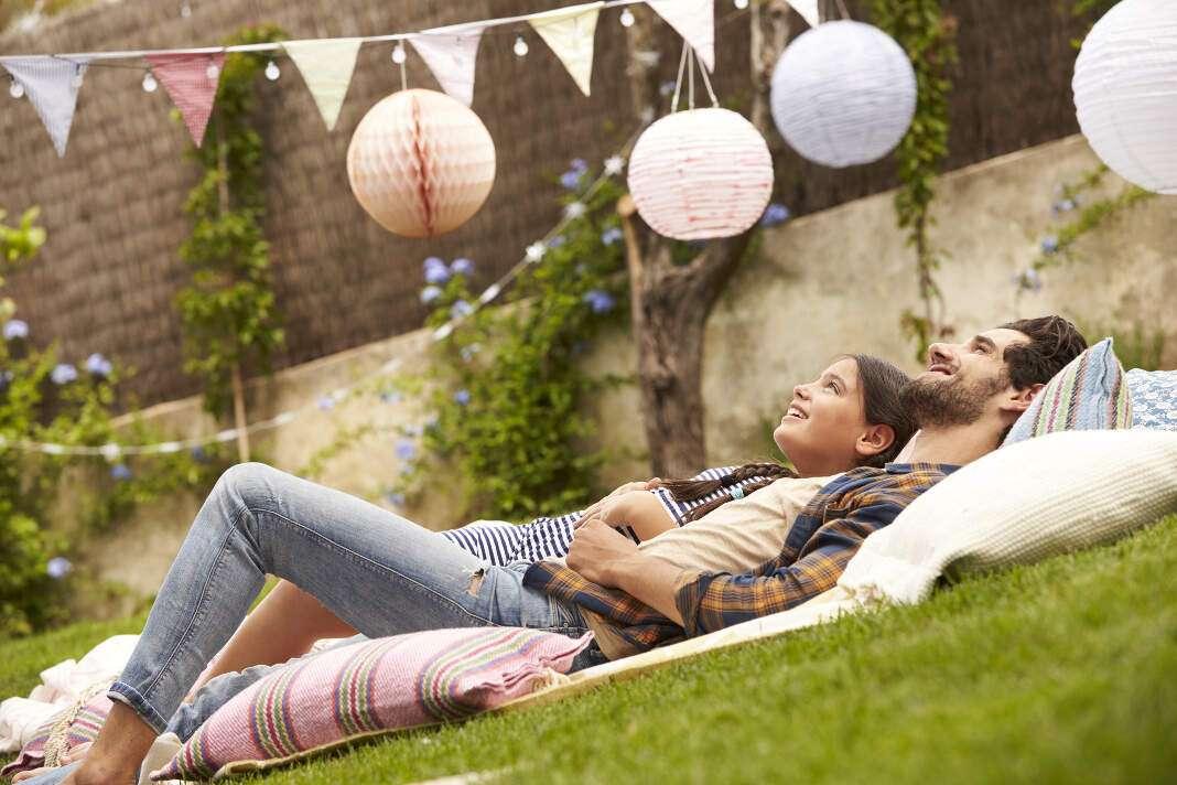 Jardines y piscinas. Contar con un espacio para meditar rodeado de plantas purificadoras es ideal para mantener el bienestar.