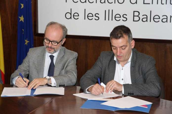 Endesa: la causa social es una prioridad. El acuerdo está suscrito por Martí Ribas, el director general de Endesa y Joan Carles Verd, presidente de Felib. foto: Endesa