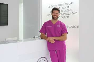 El doctor Ángel María Gálvez en Eiviestetic.