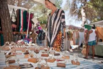 En el mercadillo hay más de 500 artesanos que ofrecen sus exclusivas creaciones.