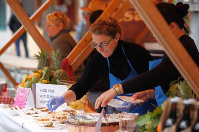 En clave tradicional, la jornada se centra en el 'gerret' o caramel, uno de los pescados más habituales en la cocina popular ibicenca. Fira des Gerret