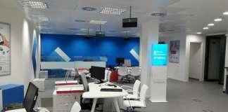 En las oficinas de Endesa, en su web o por teléfono, un equipo orienta y tramita las solicitudes de los clientes.