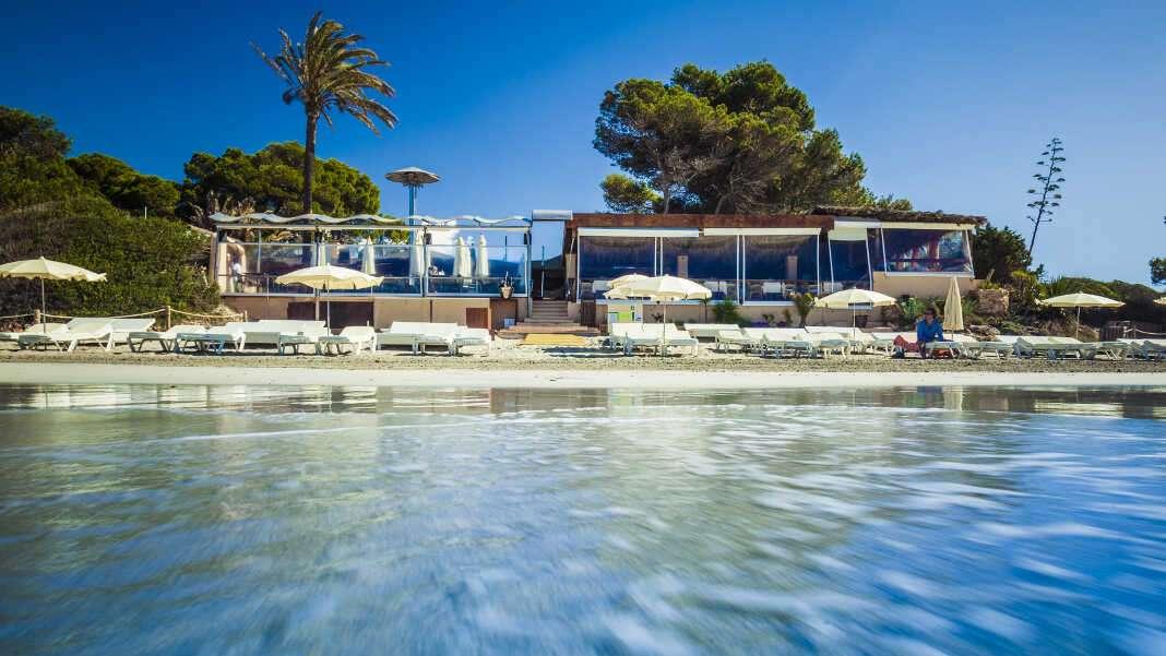 Malibú Beach Club Ibiza, la estrella estival de ses Salines.
