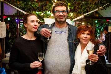 Rosa, Jeroen y Silvia Hamersma, propietarios de Vino & Co., en su festival.