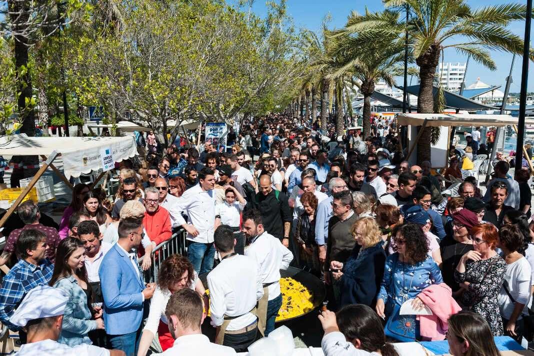Centenares de personas pasaron por Sant Antoni.