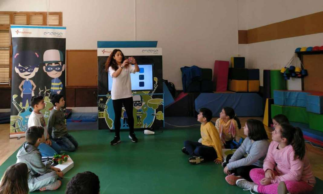 Alumnos de 3º y 4º de primaria adurante los talleres.fotos: Endesa Educa