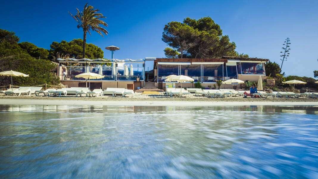 Malibu Beach Club se encuentra en la Playa de ses Salines. fotos: malibu beach club