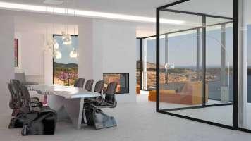 La luz invade cada rincón de la casa gracias a los enormes ventanales.