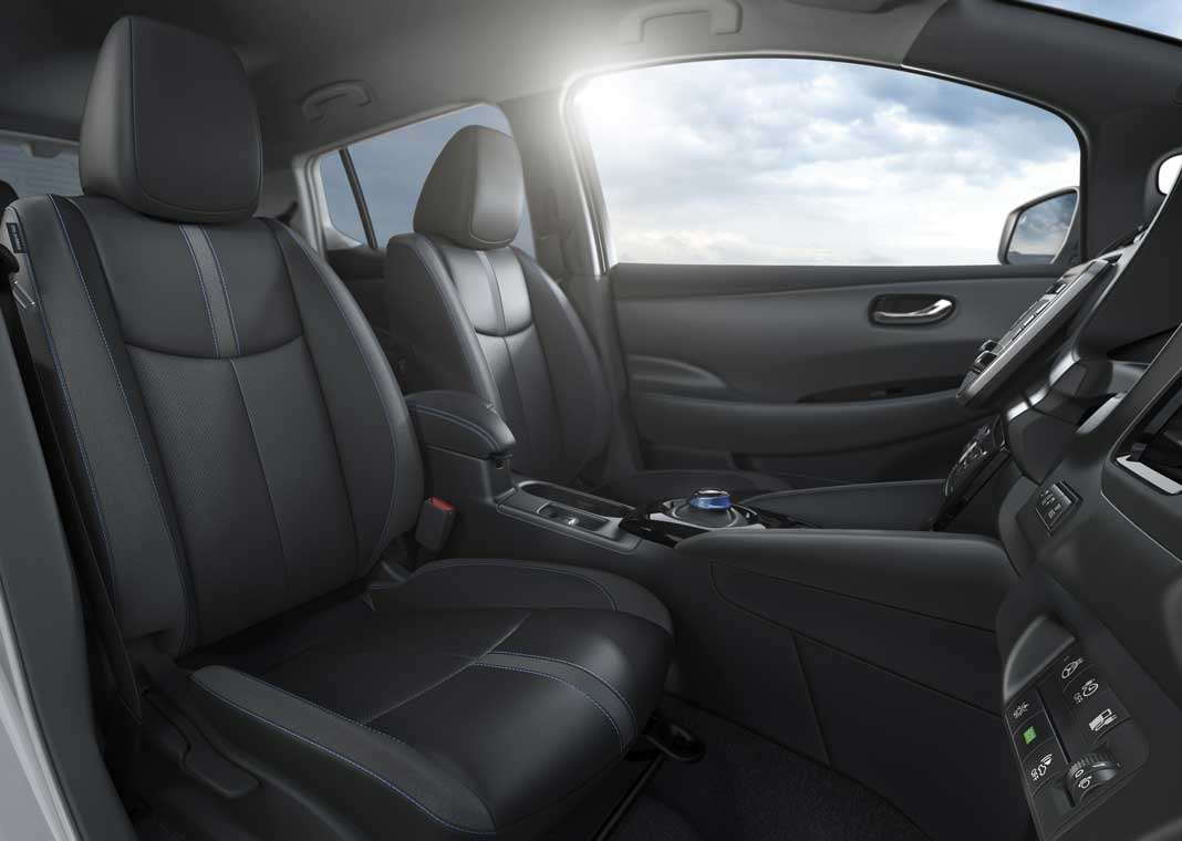 El interior del Nissan LEAF.
