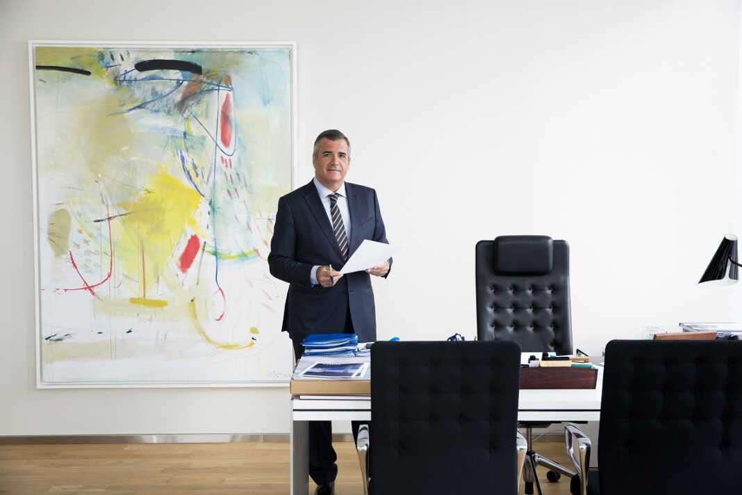 Adolfo Utor lideró la creación de Baleària en 1998, y a día de hoy continúa siendo el presidente y socio mayoritario de la compañía.