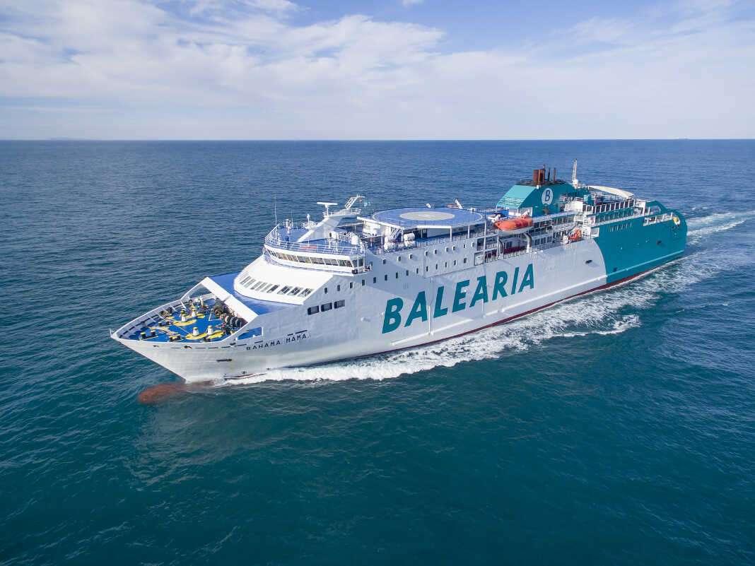 La naviera, que opera actualmente en cinco países, con 21 rutas y 21 delegaciones, cuenta con una flota compuesta por 30 buques entre ferries y 'fast ferries'. Fotos: Baleària