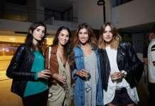 Grupo de amigas y modelos en la fiesta de Botafoch.