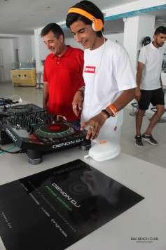 V. Marí Ramón junto al dj Ismael Jiménez.