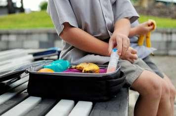 Aunque algunos niños lleven autoinyectables en la mochila, los campamentos deben tener al menos dos en el botiquín.