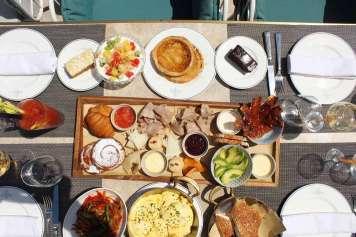 Un suculento menú todos los mediodías en la terraza hasta septiembre.