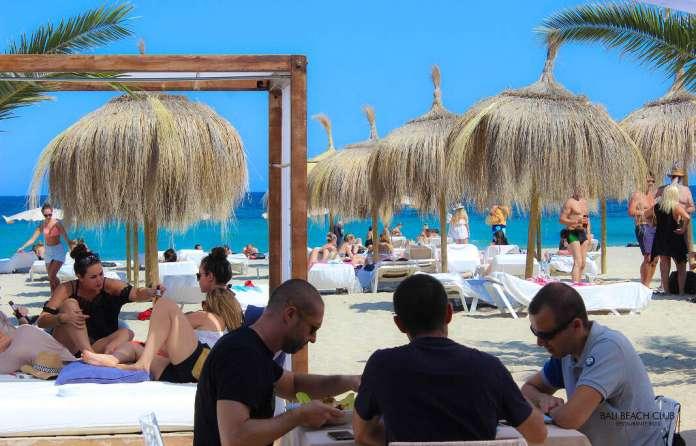 José Mora en Bali Beach