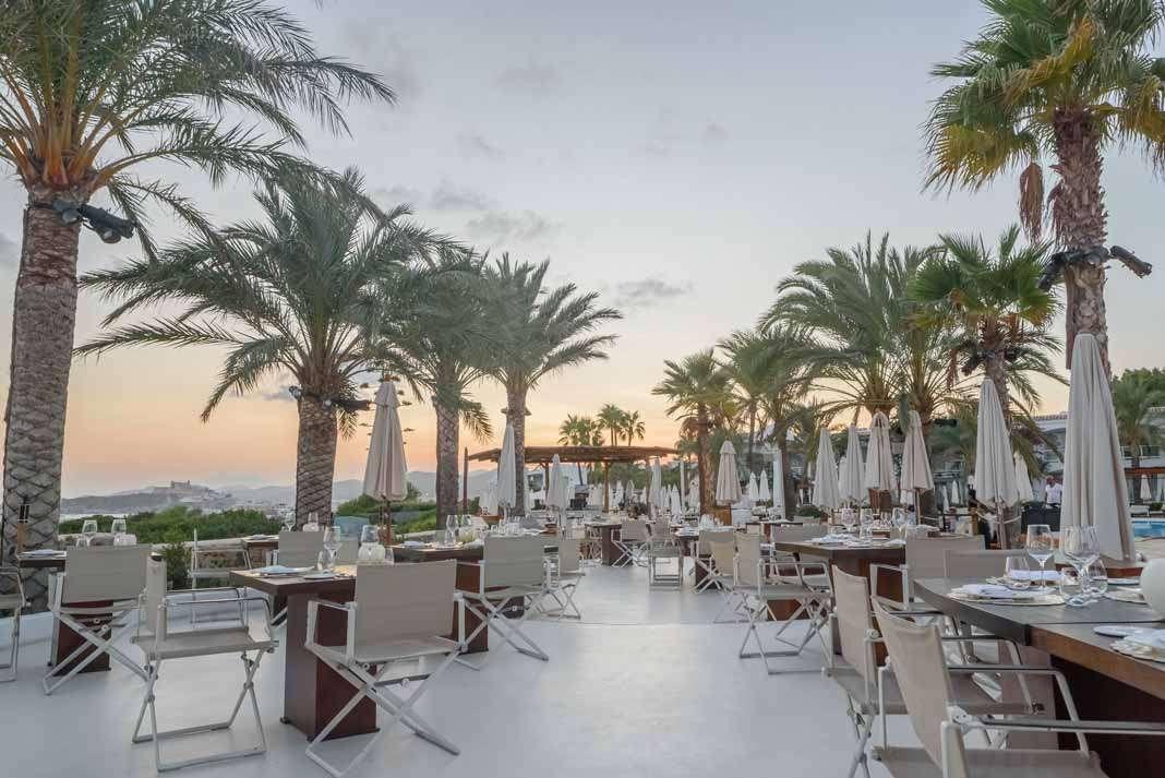 Deliciosa velada con vistas al mar Mediterráneo.