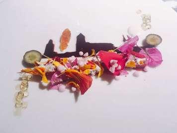 'Girona Temps de Flors': sorbete de arándano, almendra amarga, vainilla y flores. @puredepalabras
