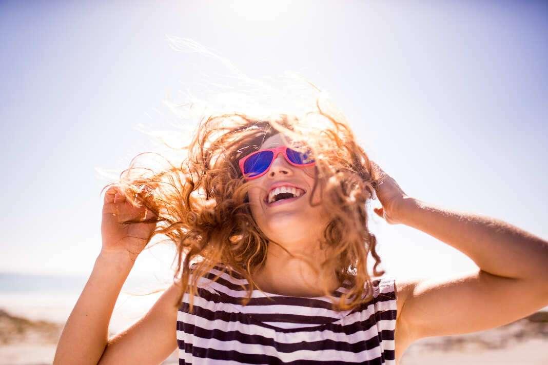 Usar gafas de sol es muy recomendable. Foto: iStock