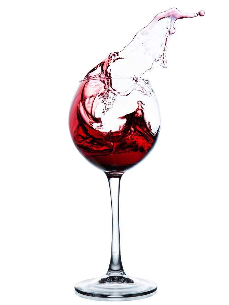 Las copas se cogen por el tallo o por la base para no calentar el vino.