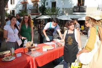 Productos locales en el Mercat Vell de Ibiza.