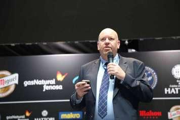 El profesor Ian Miller durante su conferencia.