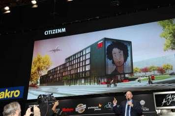 Millar durante su alocución presentando el modelo del hotel digital del futuro. Más eficiente, barato, cómodo y dotado de toda la tecnología. Fotos:juan Suárez