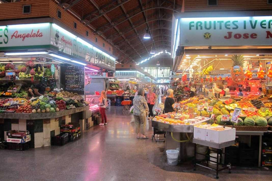Nave central principal del mercado de barrio construido en 1988.
